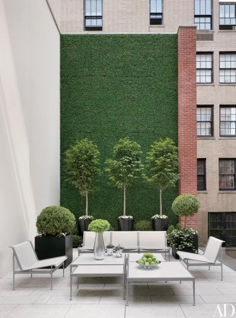 Jardín vertical con césped artificial