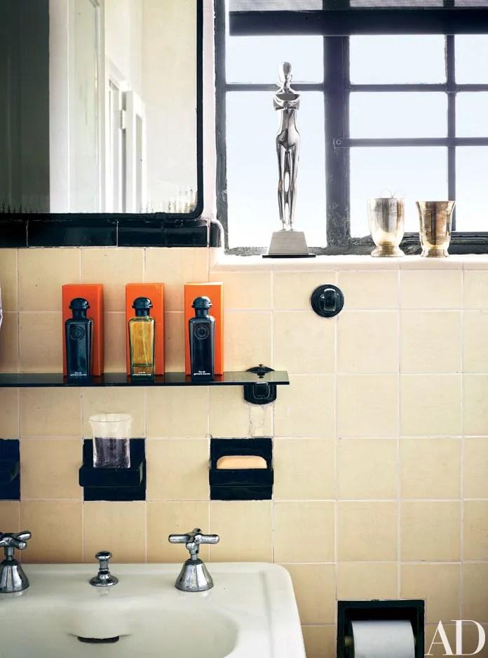 8 Fresh Bathroom Decorating Ideas for Rental Apartments ... on Bathroom Ideas For Apartments  id=89065