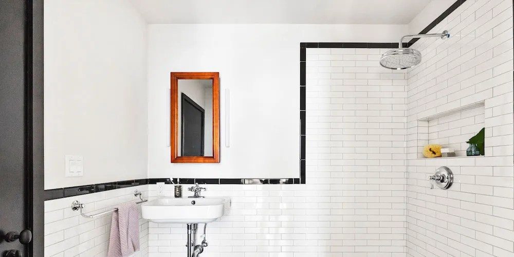 no shower curtain bathroom