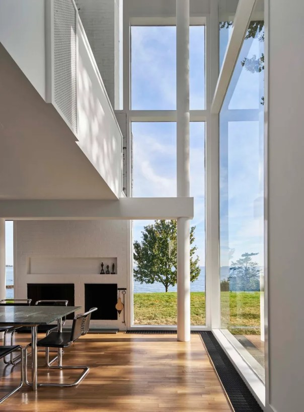 Meier employs large windows throughout the home.