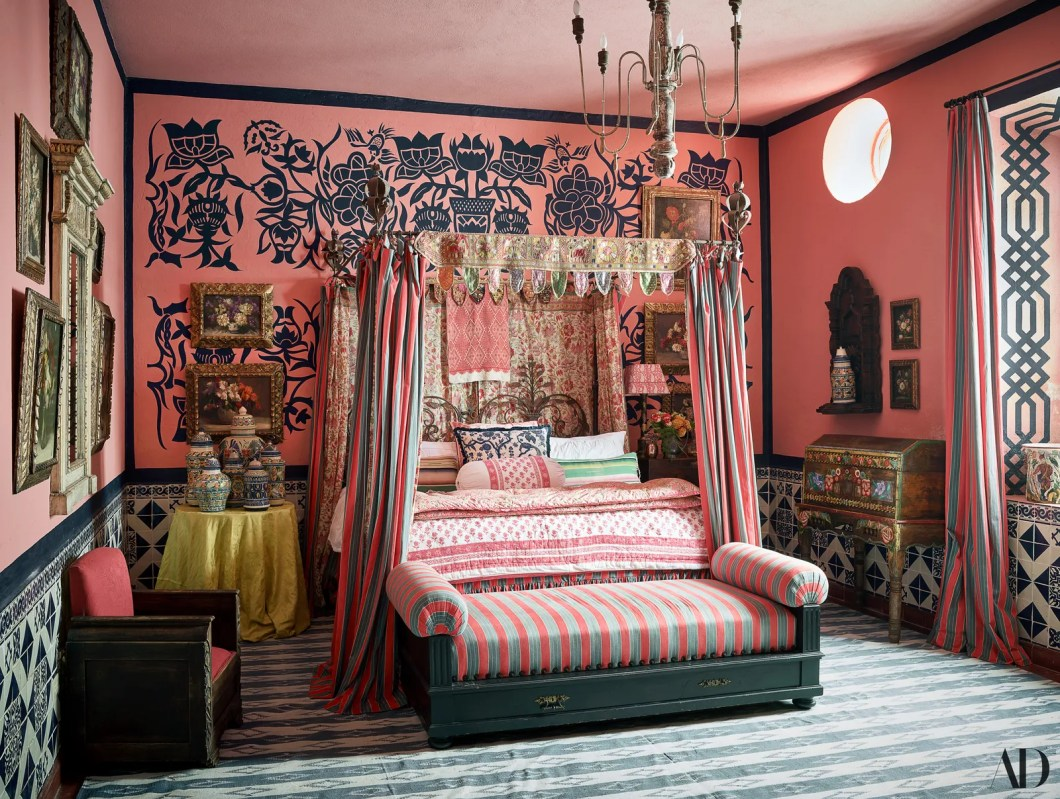 In daughter Niles bedroom Nussbaumer conceived a mural based on a pattern from a 1940s Mexican plate. Rajasthani...