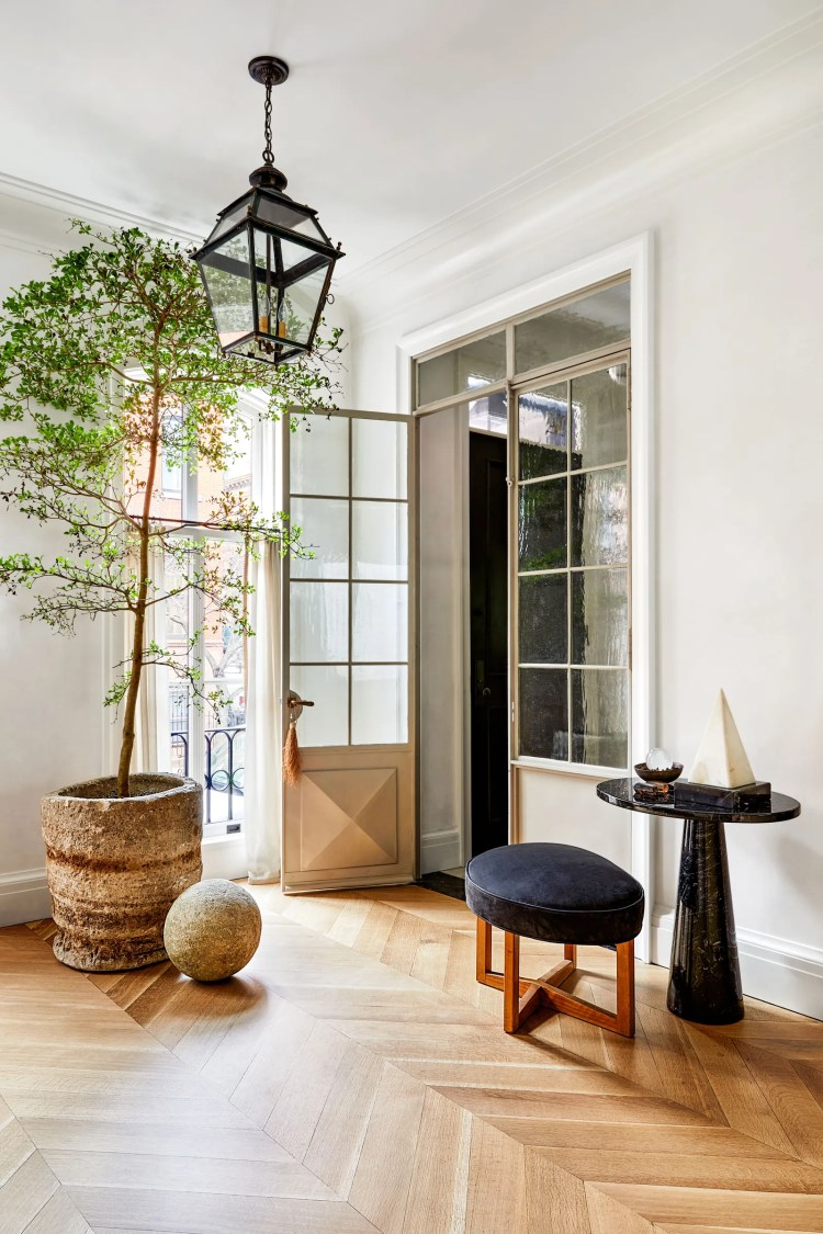 A 19thcentury French lantern hangs over the entry. Stool by Paul Lzl at table by Angelo Mangiarotti.