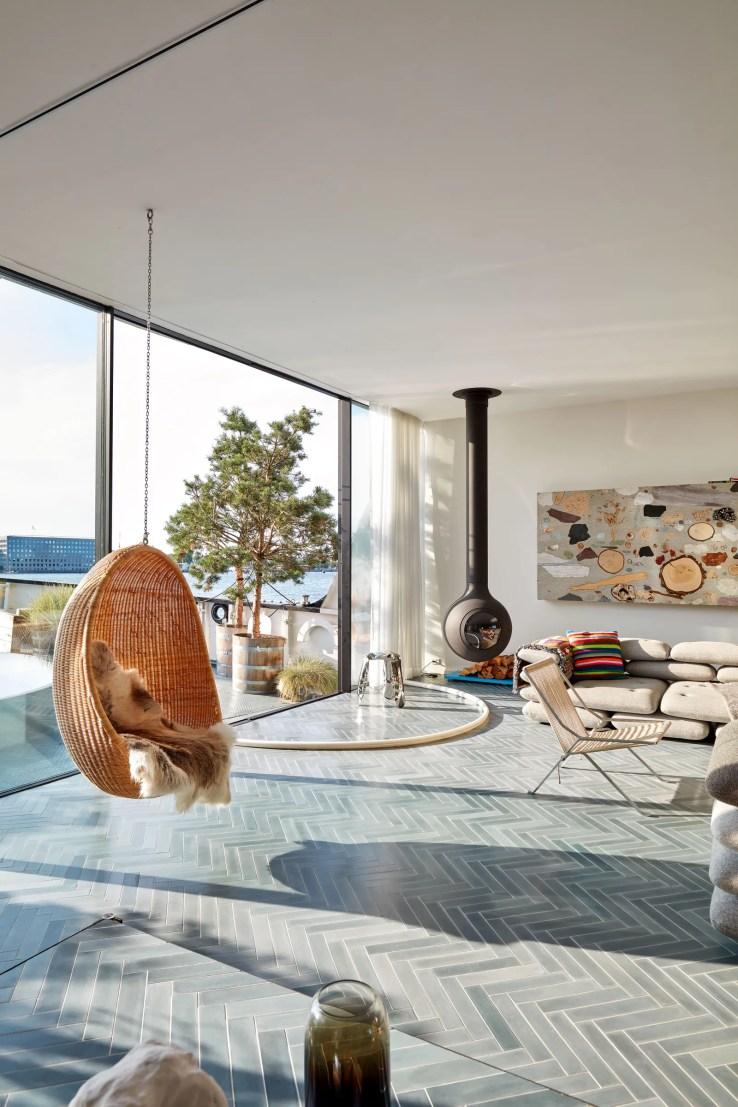 L'image peut contenir Intérieur Chambre Logement Bâtiment Hall Revêtement de sol Personne humaine Salon et décoration intérieure