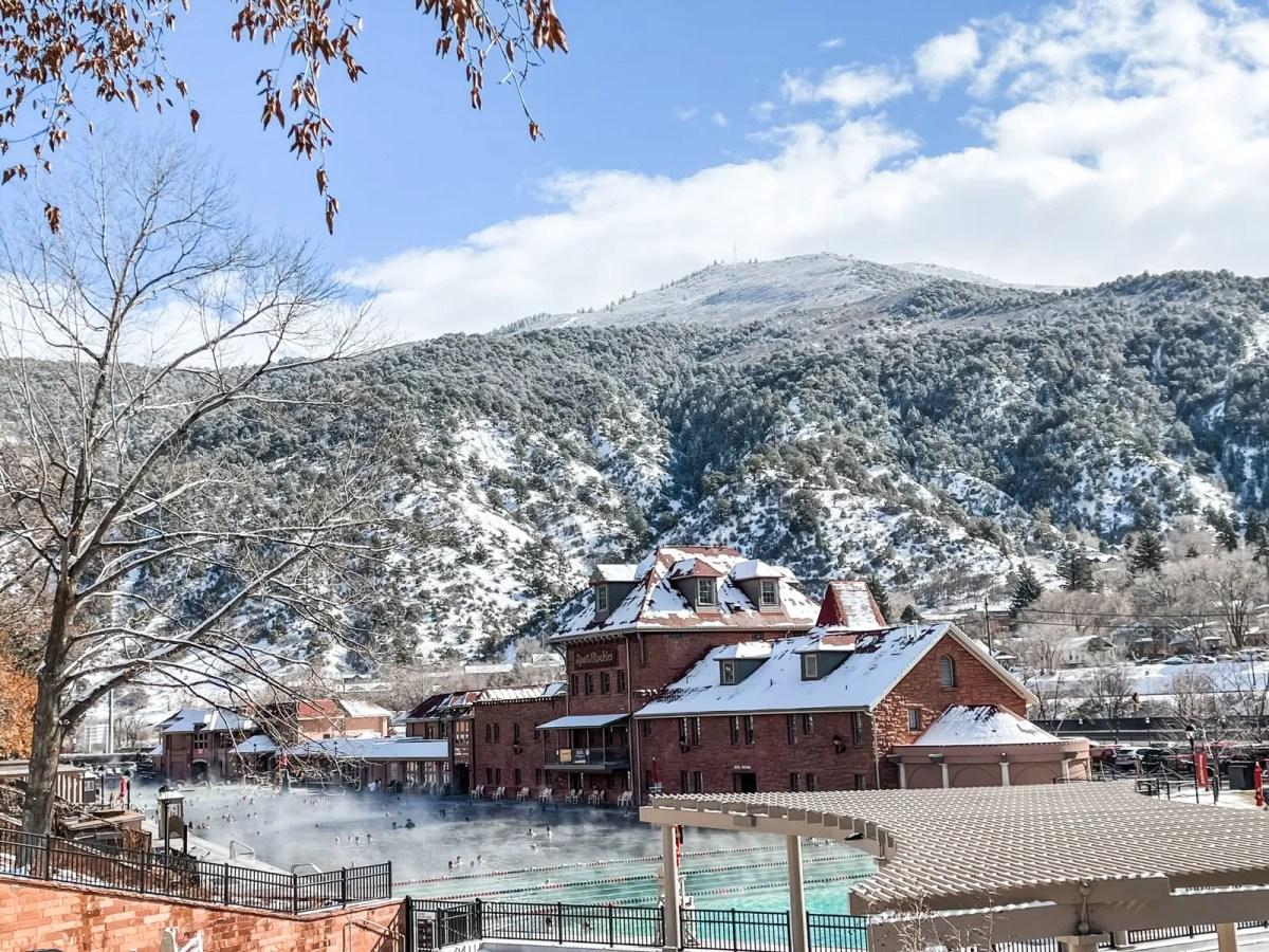 pGlenwood boasts the world's largest natural hot spring.p