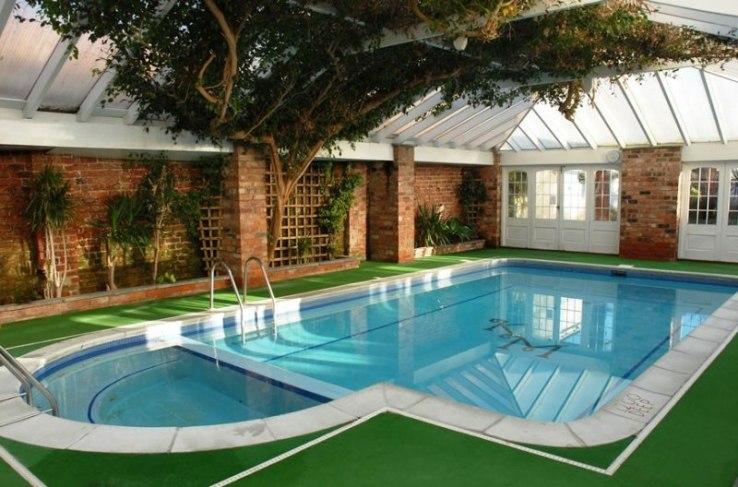 Vastu pour les intérieurs de maison: conseils pour acheter une maison avec piscine