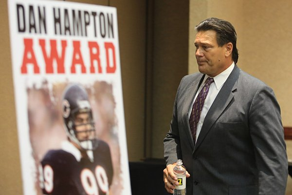 dan-hampton-former-arkansas-razorback-and-the-nfls-chicago-bears-defensive-end-at-the-little-rock-touchdown-club-tuesday