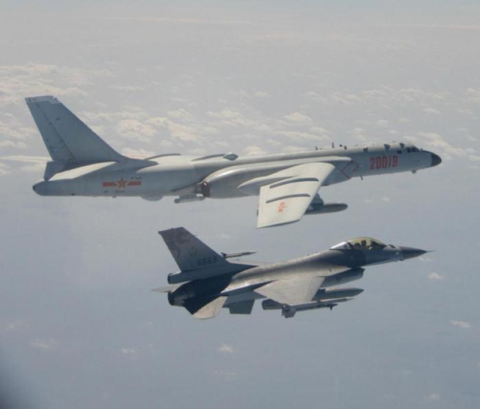 解放军战斗机继续在台湾飞行。
