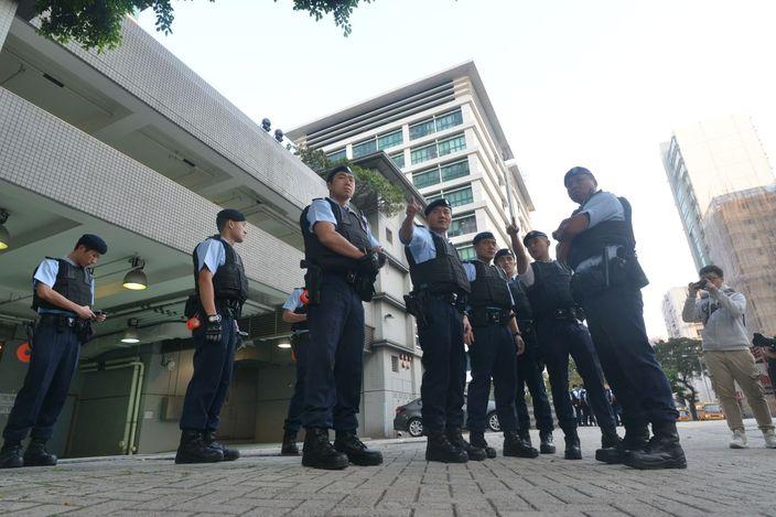 文子星四度上庭申保釋被拒 警於九龍城法院嚴密布防   政社事   巴士的報