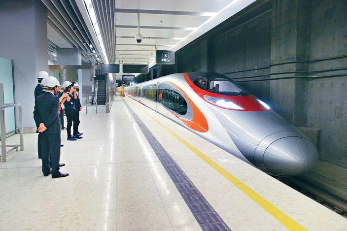 廣深港高鐵跨境試車 來往廣州南至西九龍 | 社會事 | 巴士的報