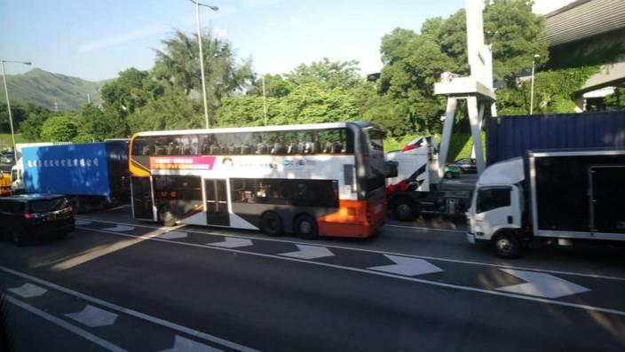 新田公路4車相撞釀5傷 | 社會事 | 巴士的報