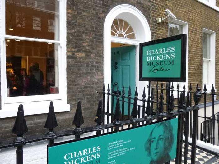 全球首張印刷版聖誕卡倫敦展出 | 大視野 | 巴士的報
