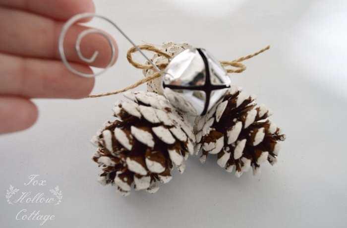 pyssel, pyssla, pysseltips, pysselidé, skapa bättre hälsa, bra hälsa, må bra, kreativitet, skapande, skaparglädje, julpyssel, jul, vinter, kottar, pyssla med kottar, julgran, julgranshänge, ornament, klocka, klockor