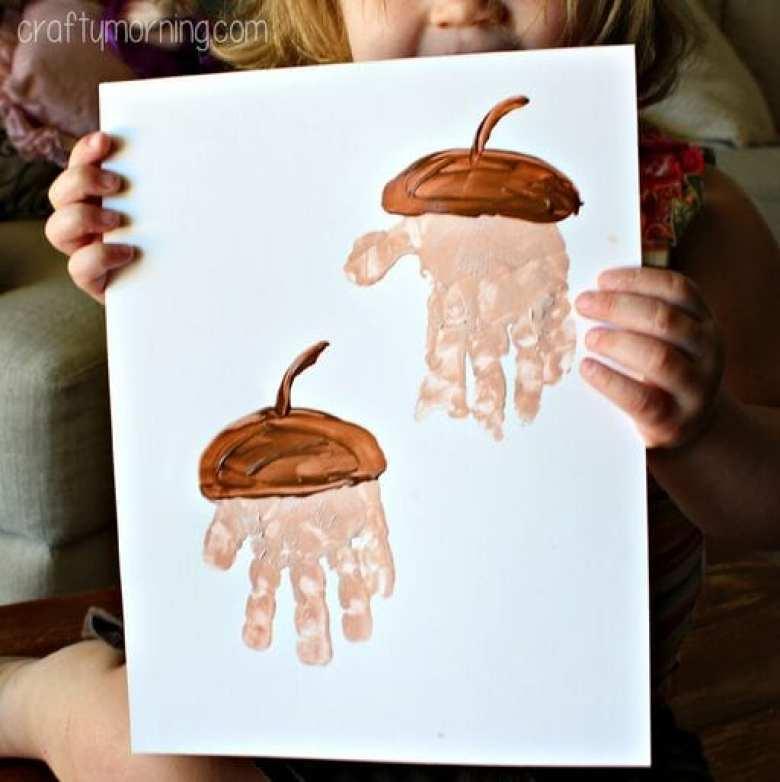 höstpyssel, pyssel, pysseltips, pyssla, barnpyssel, pyssel för barn, ekollon, ek, handavtryck, målarfärg