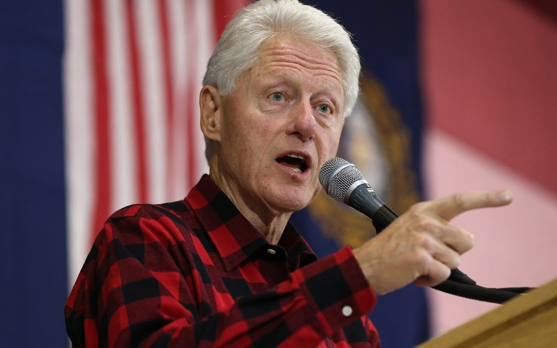 In N H Appearance Big Dog Bill Clinton Takes A Bite Out Of Sanders Us News