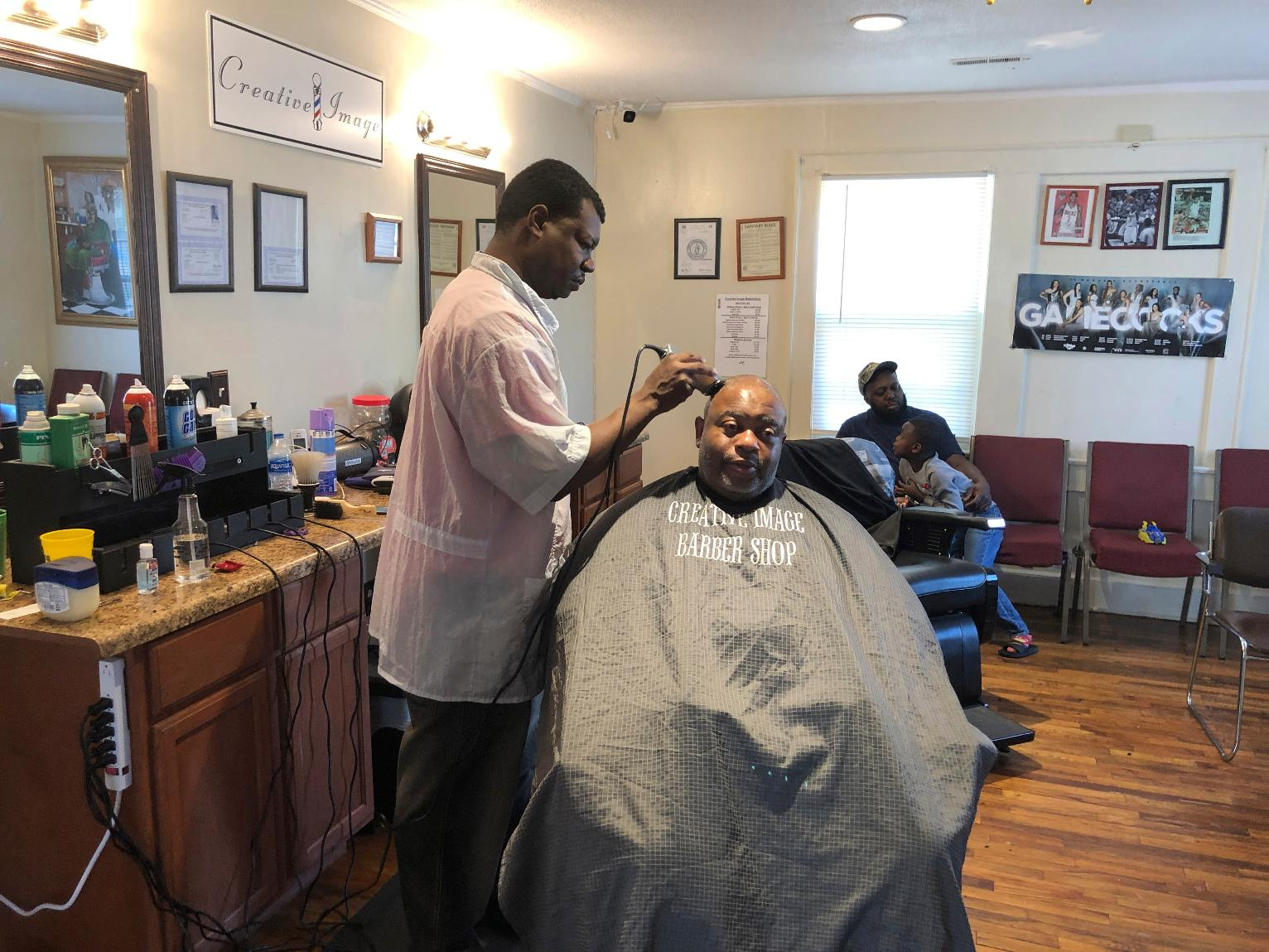 Living Outside Lockdown Barbers Beauty Shops Still Open U S News Us News