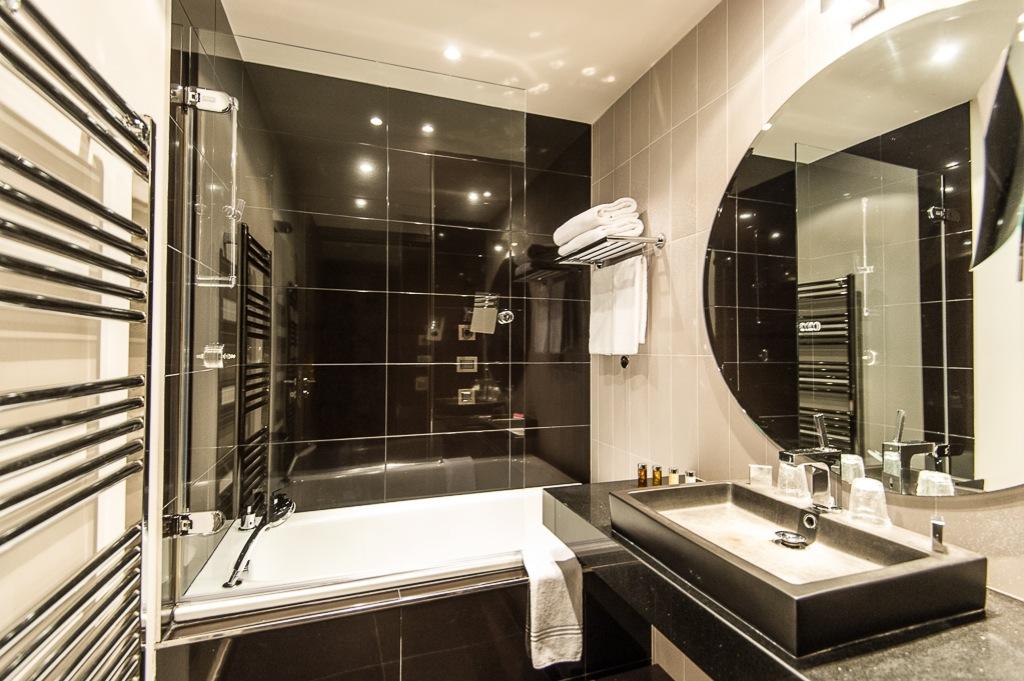 Shooting photos immobilier d'hôtel - salle de bains à Nice