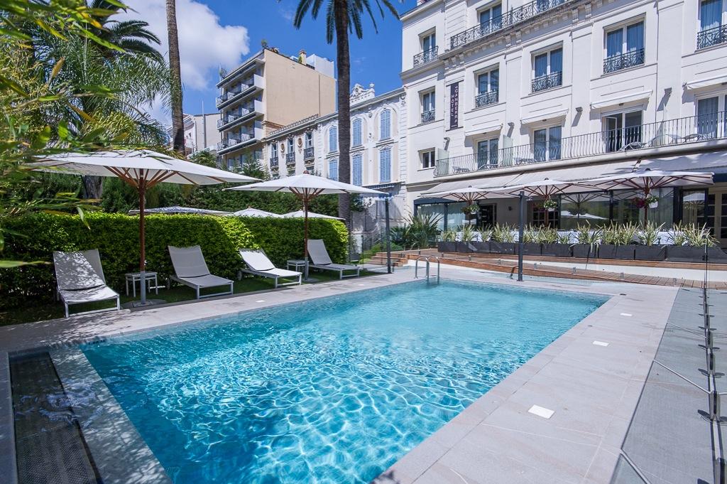 Shooting photos immobilier d'hôtel - piscine à Cannes