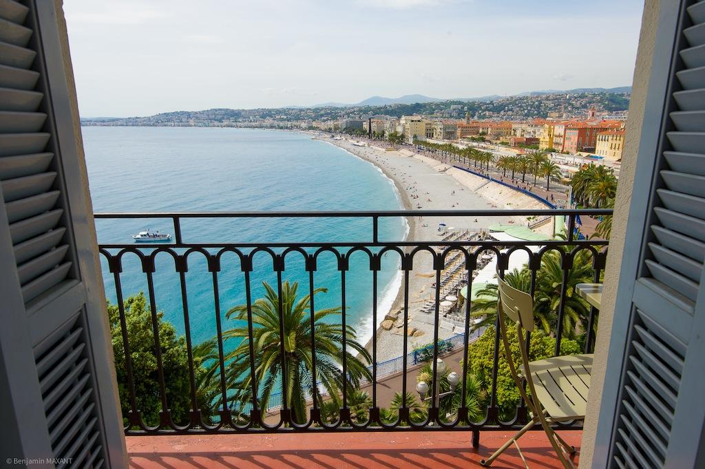 Shooting photos immobilier d'hôtel - terrasse vue Baie des Anges Promenade des Anglais à Nice