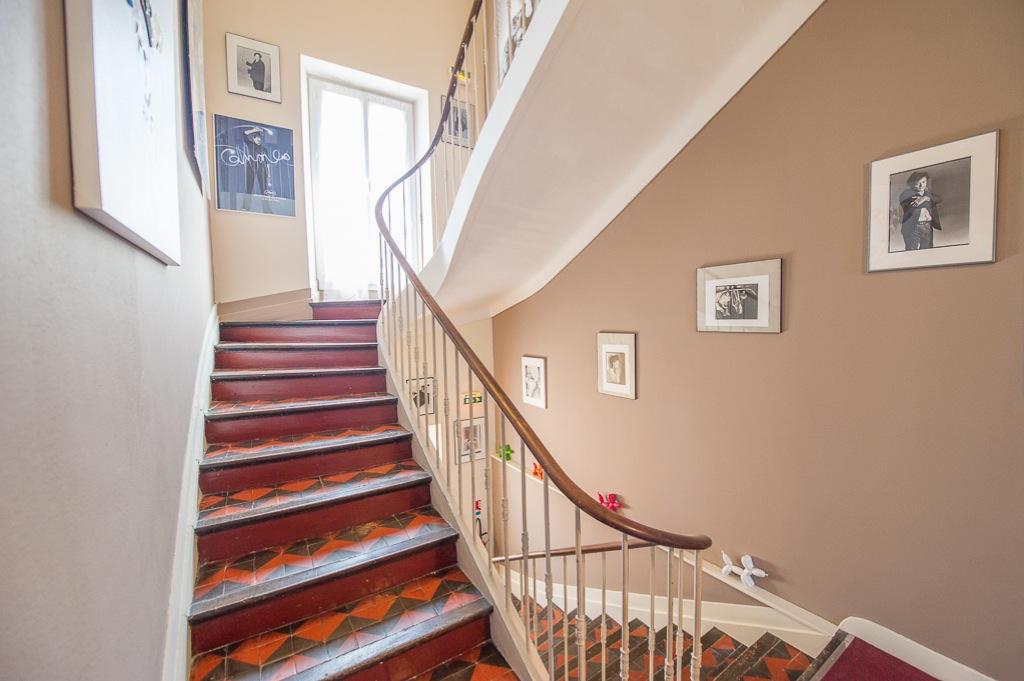 Shooting photos immobilier d'hôtel - escalier hôtel à Cannes
