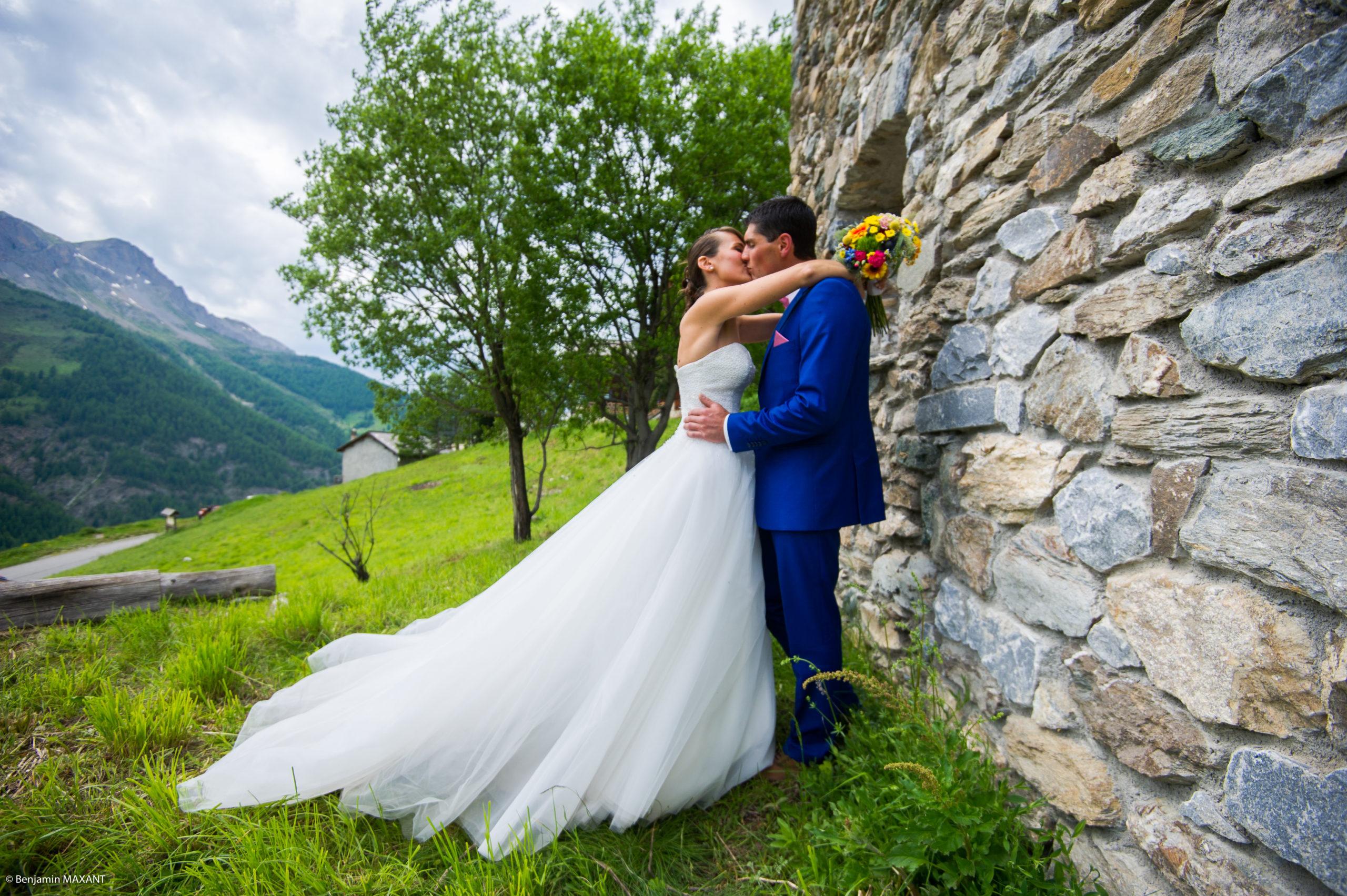 Séance photo des mariés à Saint Véran