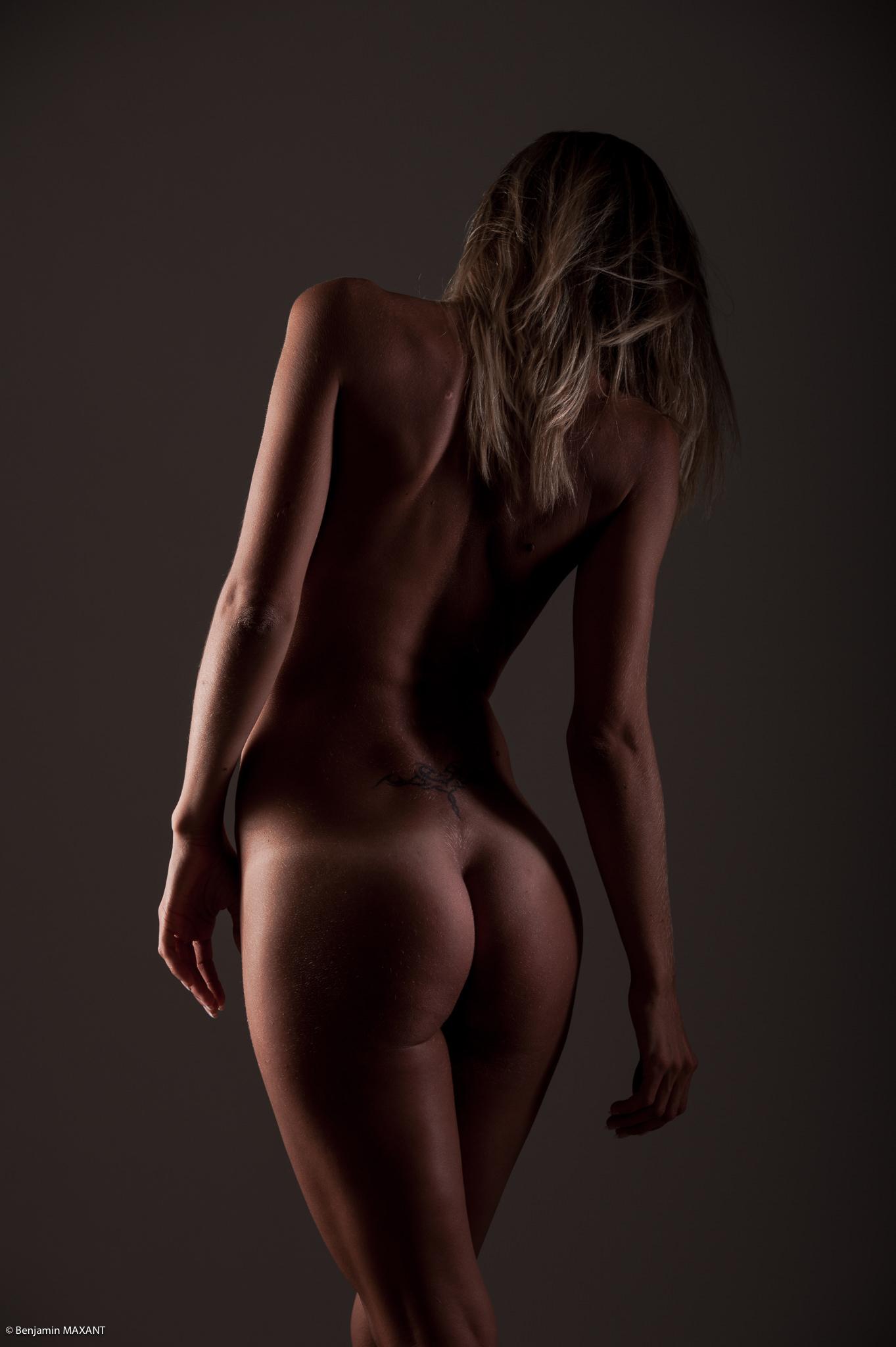 Séance photo lingerie en studio avec Emeline - nue de dos