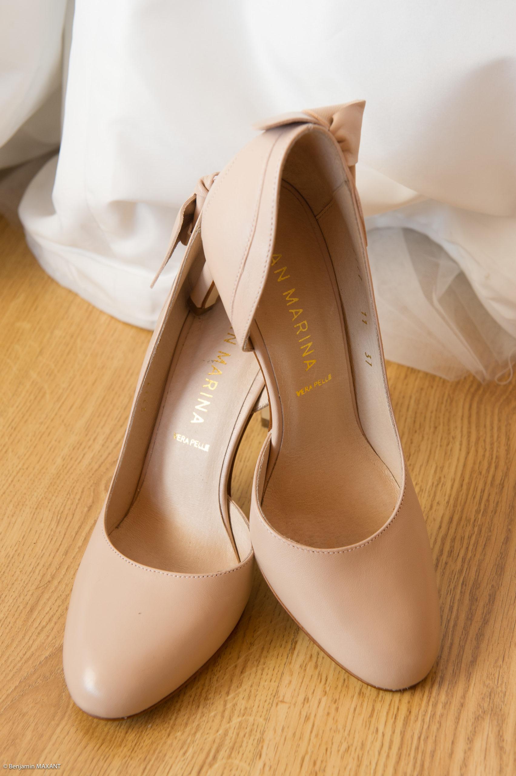 Préparation de Pauline la mariée - ses chaussure à talon