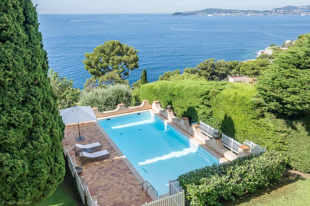 Shooting photos immobilier de villa / maison - vue sur la piscine à Saint Jean Cap Ferrat