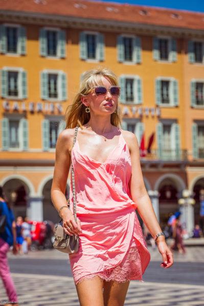 Séance photo fashion sur la place Massena de Nice avec Lucy