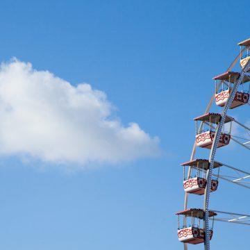 La grande roue de Nice et le nuage blanc