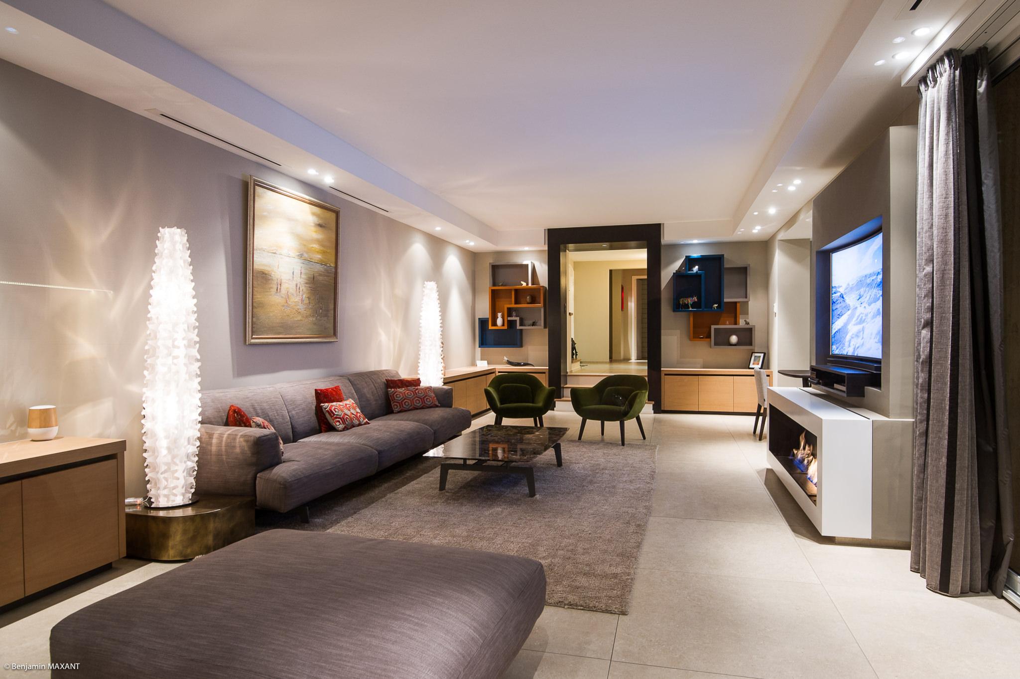 Shooting photo immobilier Côte d'Azur - salon salle à manger ouverture couloir