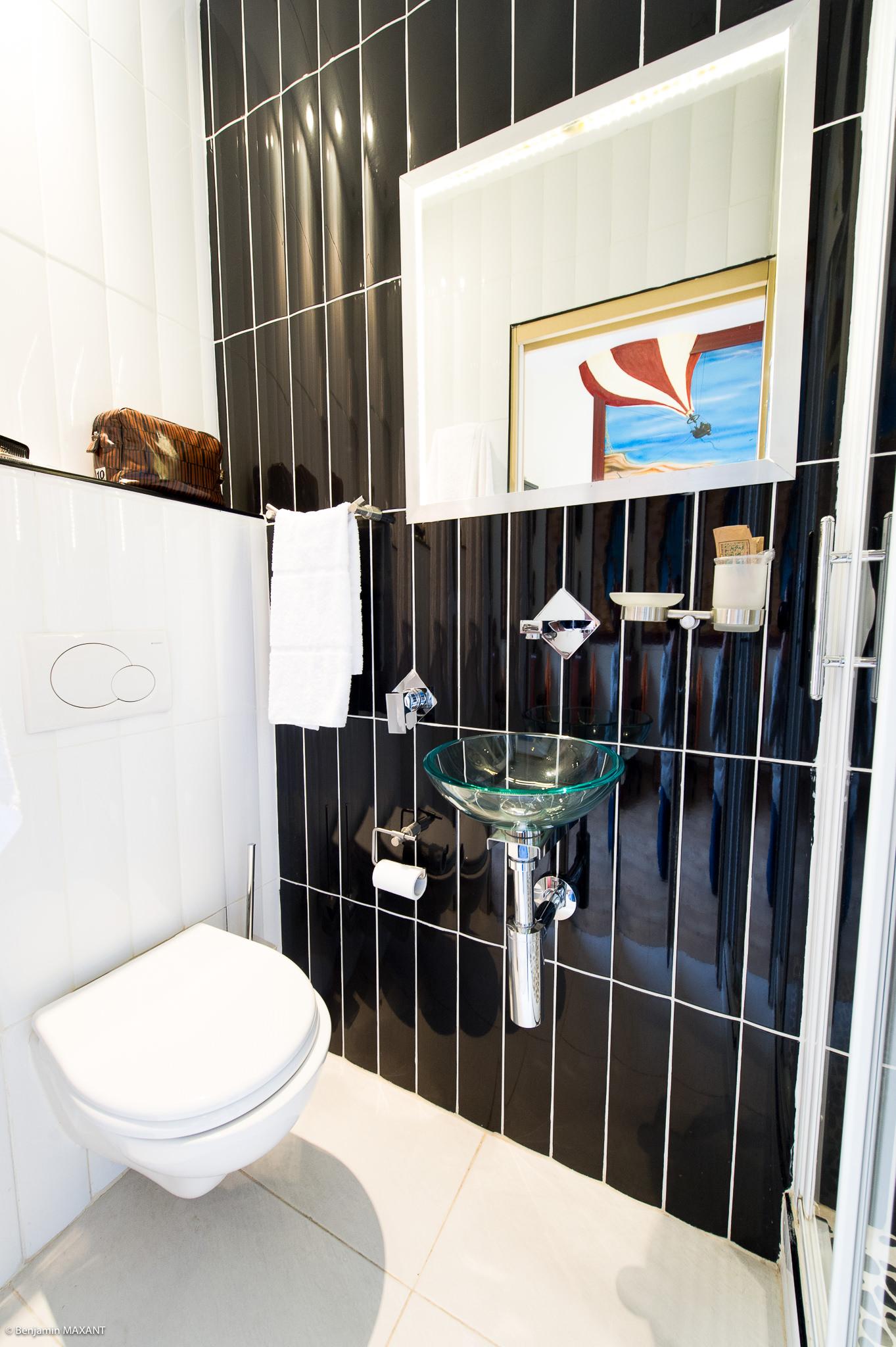 Reportage photo immobilier - Hôtel Idéal - salle de bains Ving mille lieux sous les mers