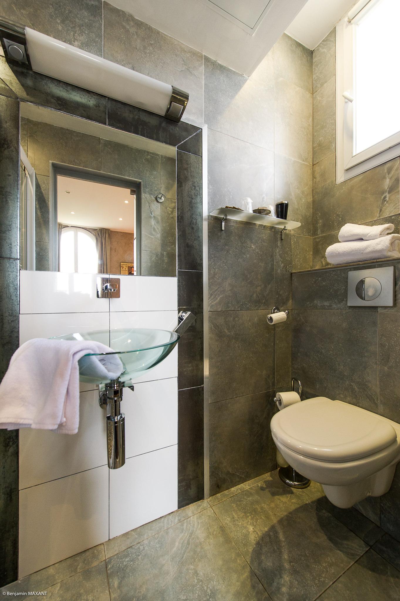 Reportage photo immobilier - Hôtel Idéal - salle de bains chambre inspiration africaine