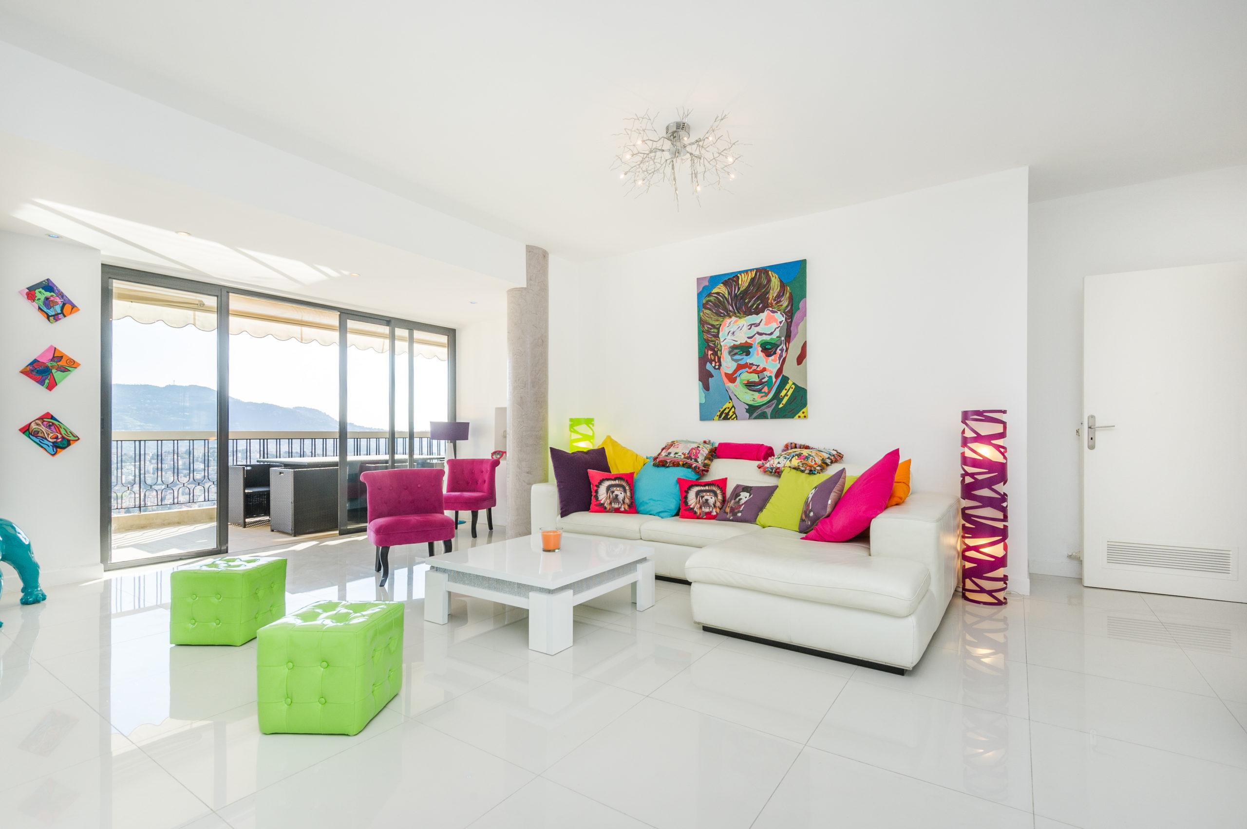 Shooting photo immobilier - Appartement duplex à vendre situé sur les collines niçoises - le salon / salle à manger