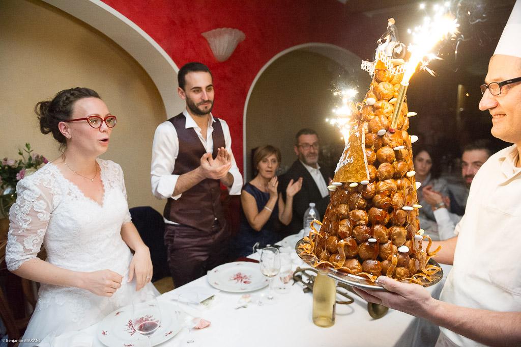 Mariage de Valentine et Nicholas - la pièce montée sur la table des mariés