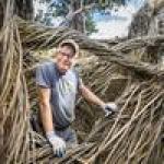 World-renowned artist creates massive sculptures for Art Basel Miami Beach (Photos)