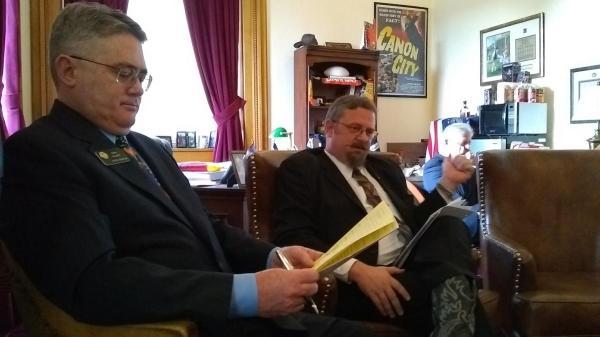 Colorado Senate Republicans push through public-pension ...