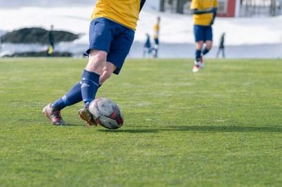 Vårtecken - vårens utepremiär med fotbollscup - av Margareta