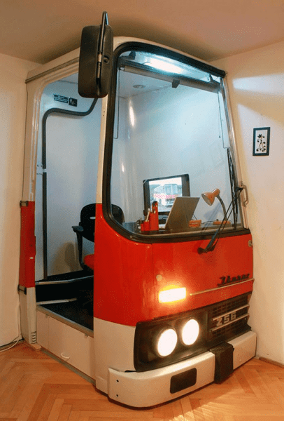 Bus cab converted into office / Boing Boing