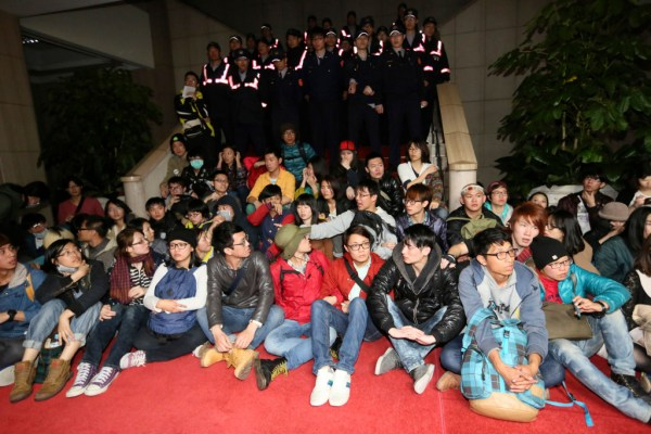 Students protest inside Taiwan's Executive Yuan in Taipei on March 23. Photo: Reuters/Cheng Ko.