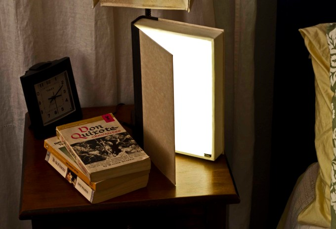hardback_reading_light_in_use_2