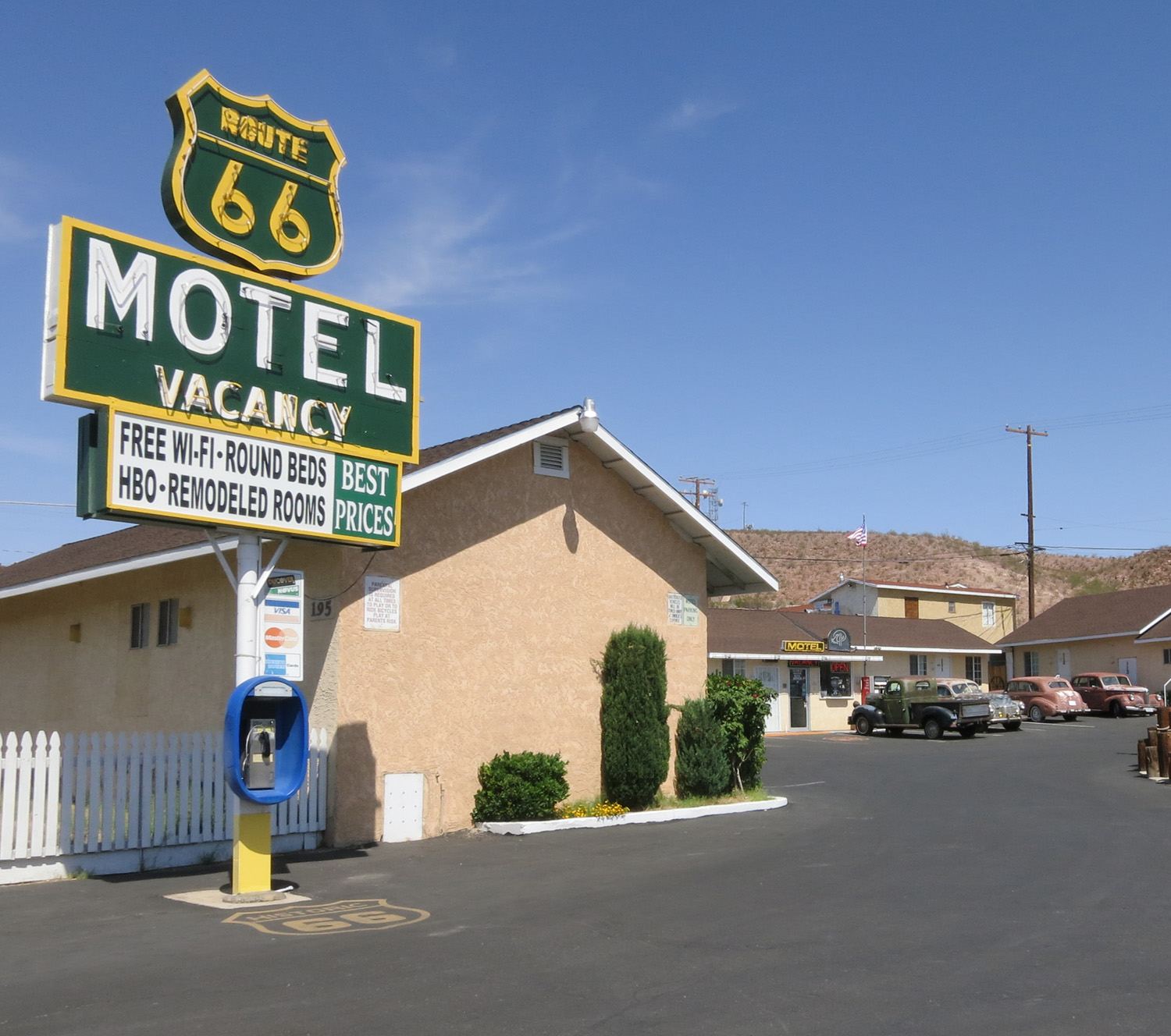 The sad old motels of Barstow, California / Boing Boing