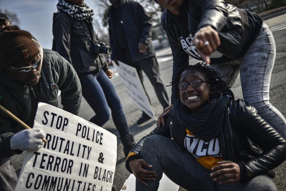 Demonstrators argue with US Capitol police as they march to join a protest against police violence organized by the National Action Network in Washington December 13, 2014. REUTERS/James Lawler Duggan
