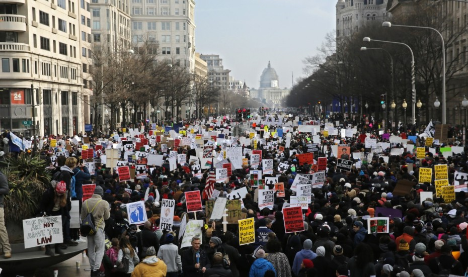 Demonstrators march towards the U.S. Capitol building during the national Justice For All march against police violence in Washington December 13, 2014.  REUTERS/Jim Bourg