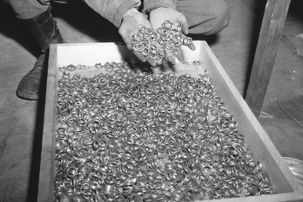 A-US-soldier-inspects-thousands-of-gold-wedding-bands