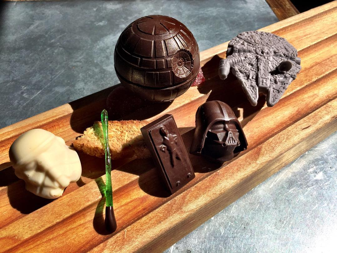 Adorable little star wars desserts offered at l a for Xeni jardin 2015