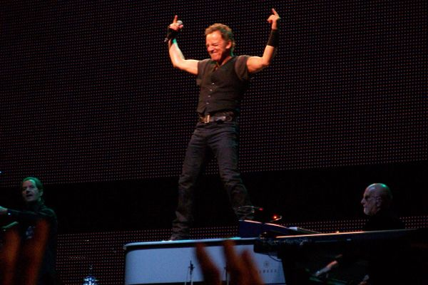 bruce_springsteen_victory_pose
