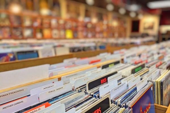 records-978813_640