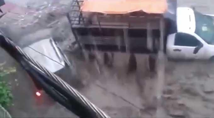 Harrowing Car Escape From A Flash Flood Boing Boing