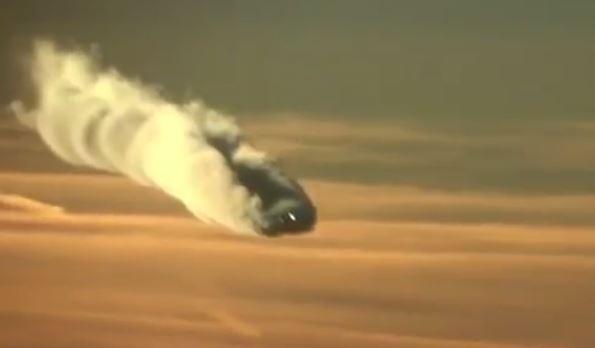 Watch a jet aircraft produce a deadly dihydrogen monoxide chemtrail