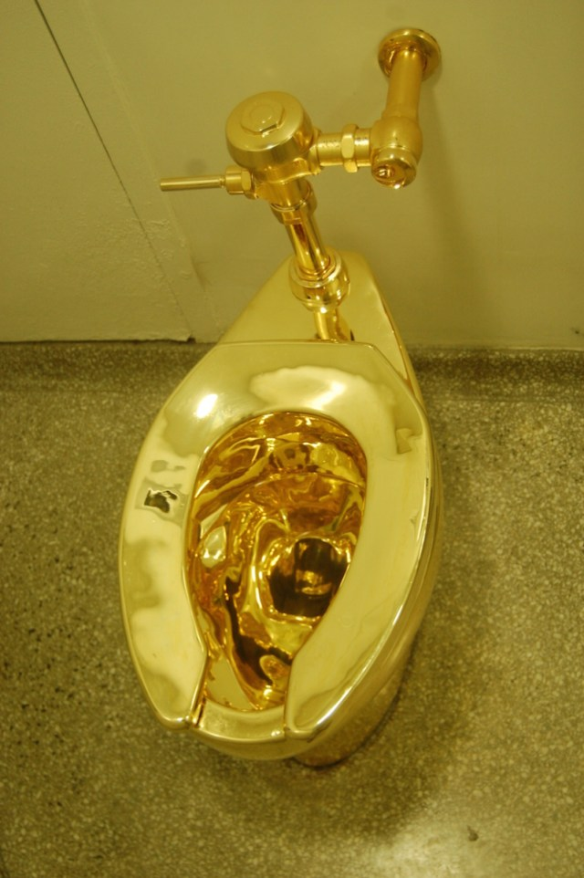 Thieves steal golden toilet